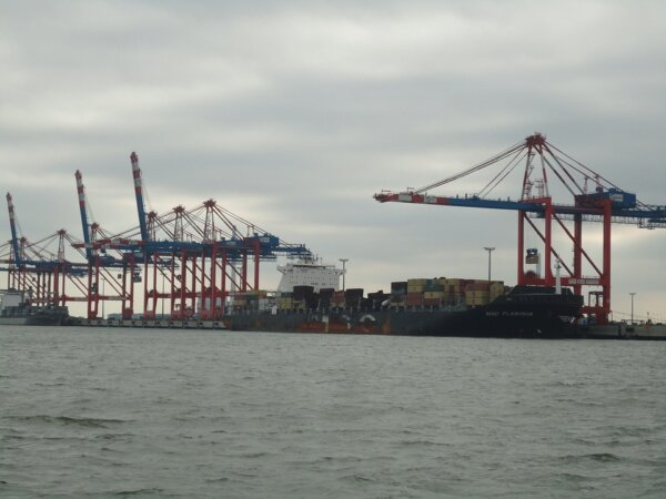 Hapag-Lloyd takes 30% stake in JadeWeserPort Wilhelmshaven
