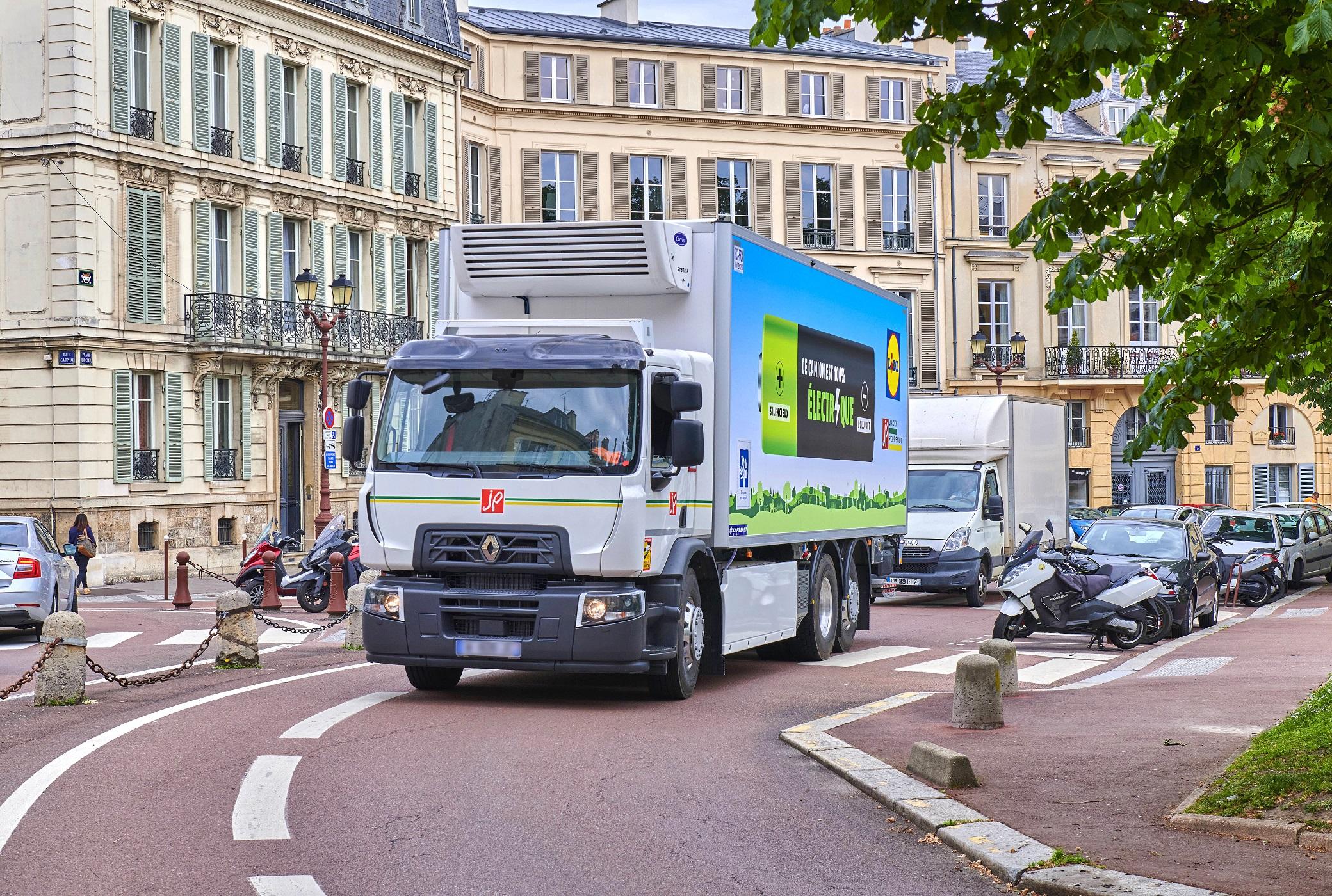 A Renault Trucks elektromos teherautói három súlyváltozatban: a 19 tonnás D Wide Z.E. sorozatgyártásba kerül