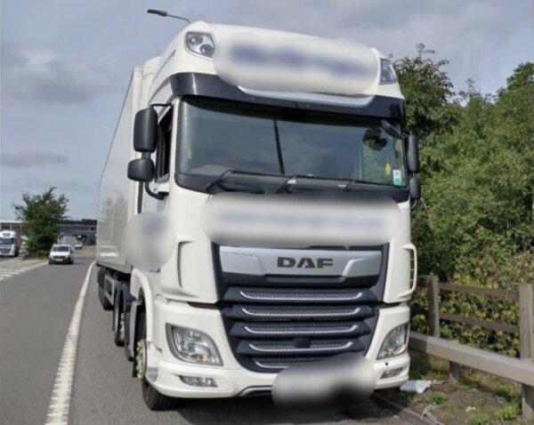 Burza po mandacie dla kierowcy ciężarówki. Komentarz policji rozsierdził internautów