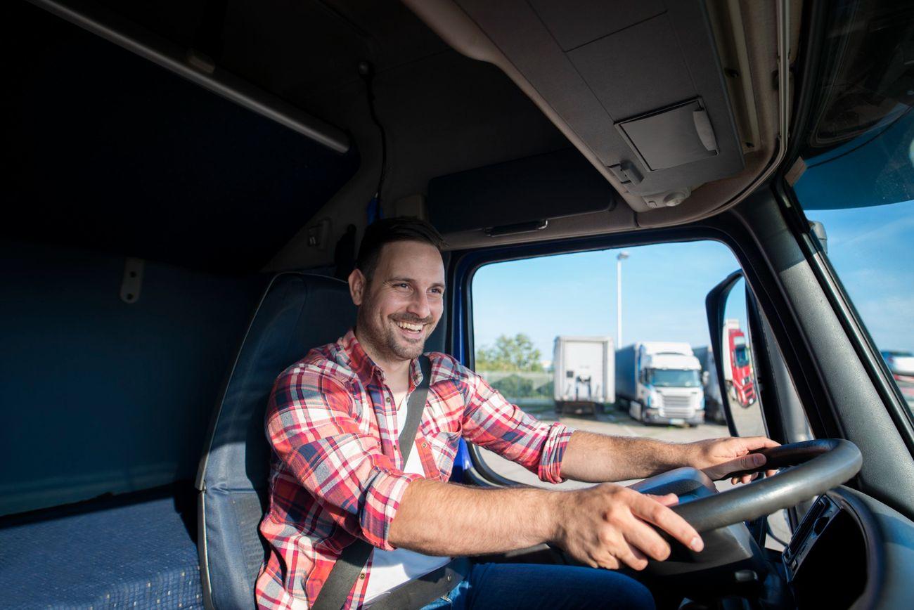 Sunkvežimiai su dviejų vairuotojų įgula yra efektyvesni ir pigesni. Mokslininkai pateikė skaičiavimus