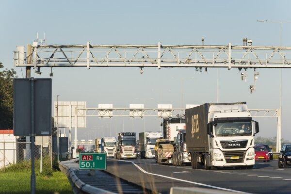 Lezárnak egy fontos autópályát Hollandiában. Komolyan megnehezíti a közlekedést az ország jelentős r