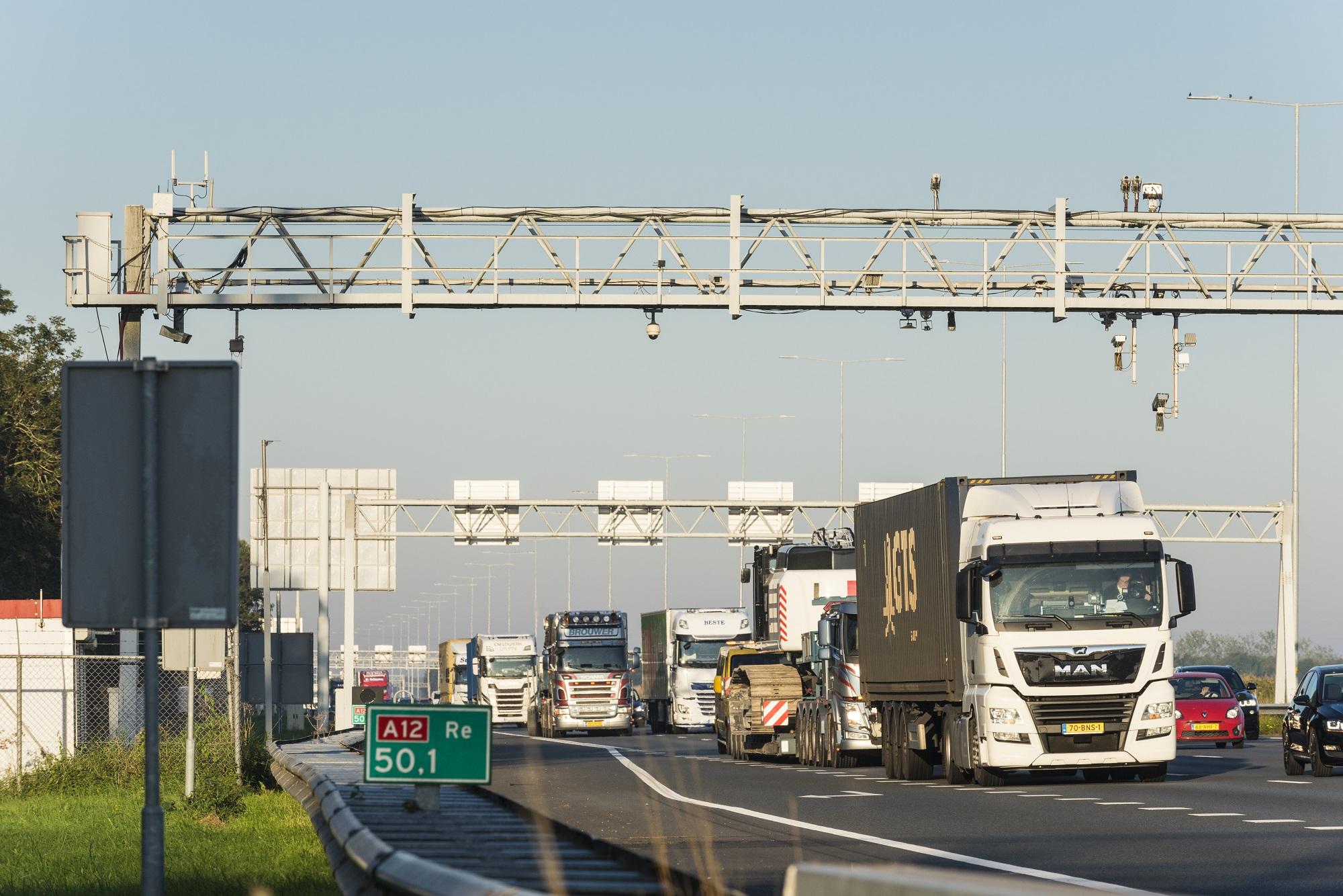Lezárnak egy fontos autópályát Hollandiában. Komolyan megnehezíti a közlekedést az ország jelentős részében