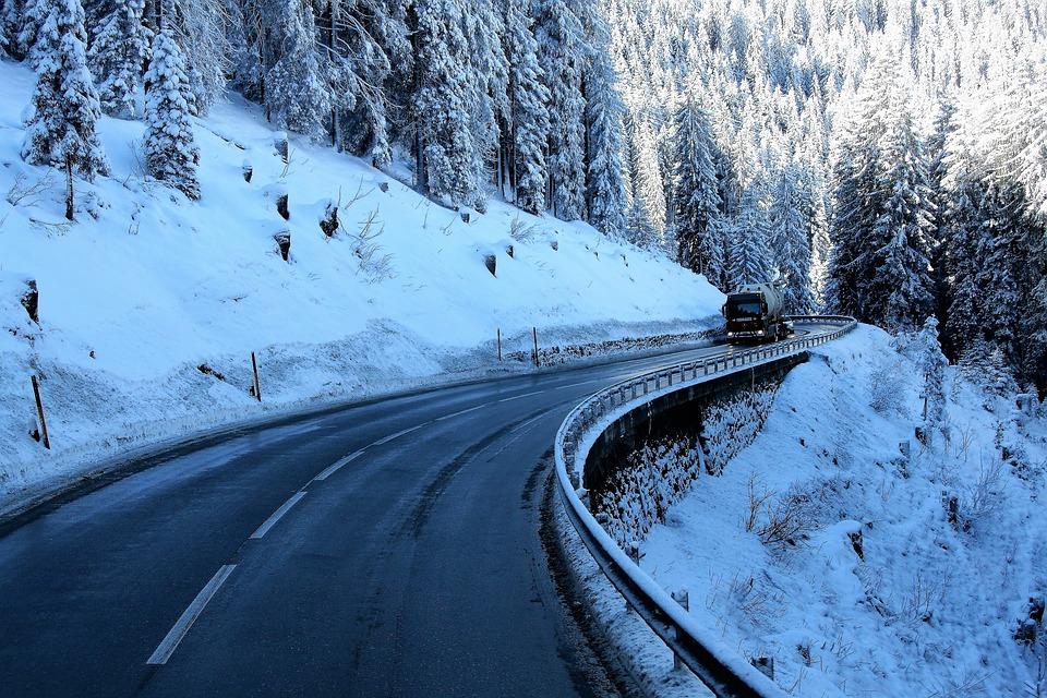 Prancūzija reikalaus sniego grandinių ar žieminių padangų. Naujos taisyklės įsigalios lapkritį