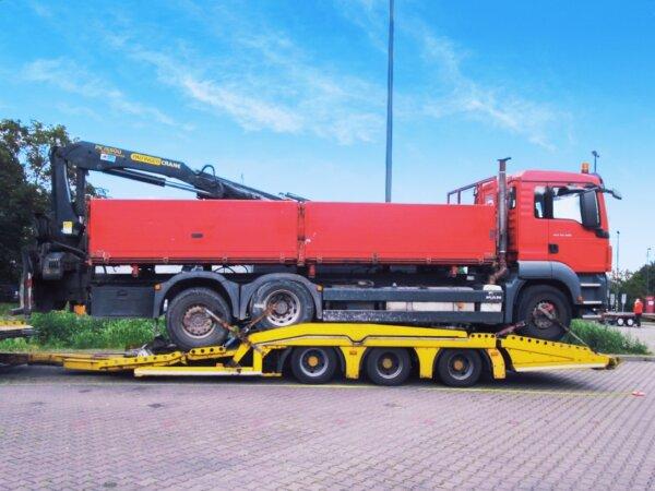 26 szabálysértés 1 teherautón – csak a rendszám mehetett haza, egyenesen az illetékes hatósághoz