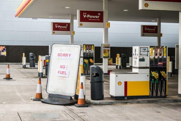 Boris Johnson szerint a fuvarozók tehetnek a brit kamion-parkolók állapotáról