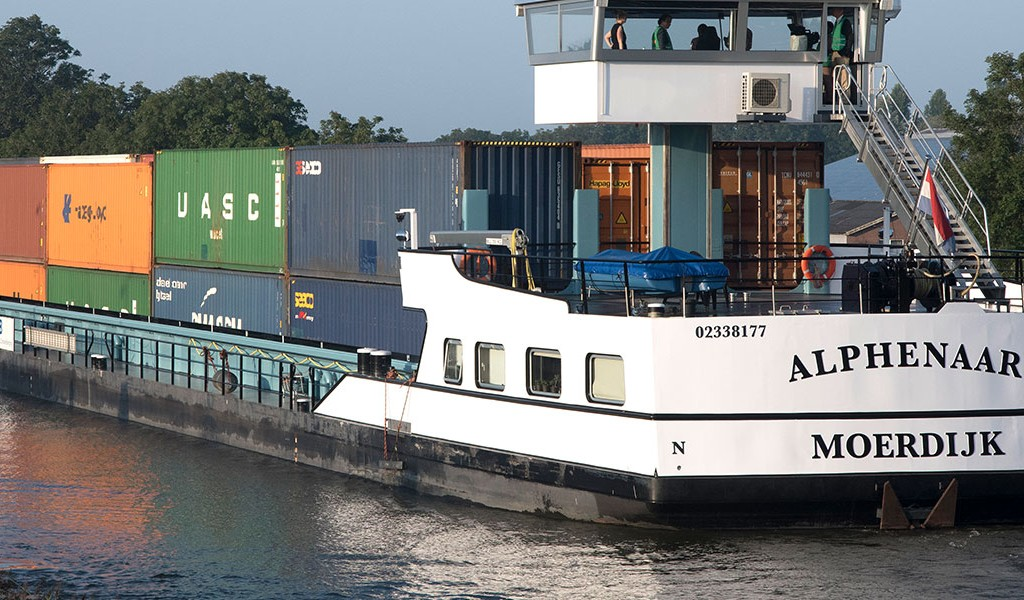 Emission-free inland shipping vessel using 'energy containers' now in service