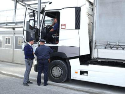 Actualizare: Șoferii de camion sunt exceptați de la carantină dacă prezintă un test negativ la intra