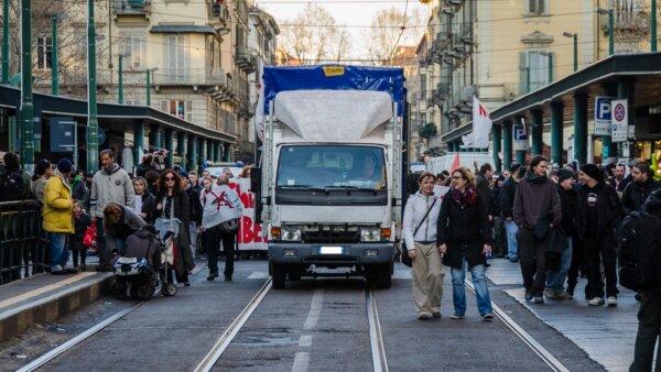 Szigorú olasz korlátozások a szmog miatt. A teherautókat is érinti