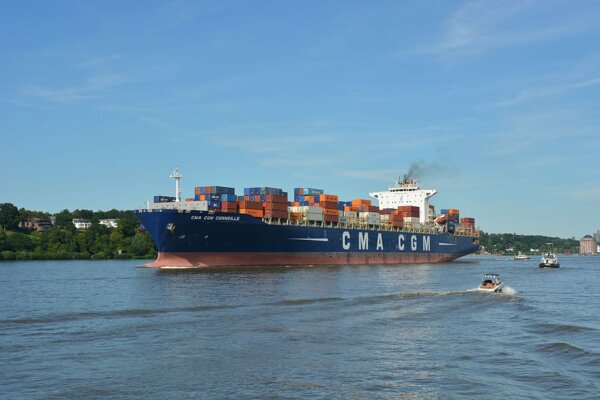 ICS sets out plan for 'world first' global levy on carbon emissions from ships