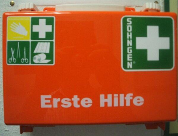 Német tervezet: kötelező szájmaszk az elsősegély-dobozban