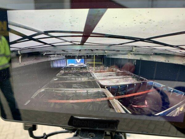 Mini drónnal ellenőrzik a pótkocsi rakományát a hollandok