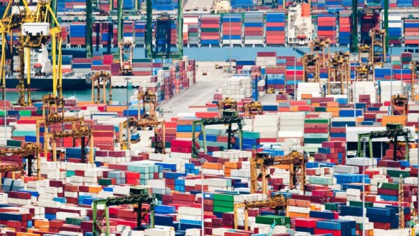 Compania Hapag-Lloyd este în căutarea proprietarilor containerelor uitate în porturile din Germania