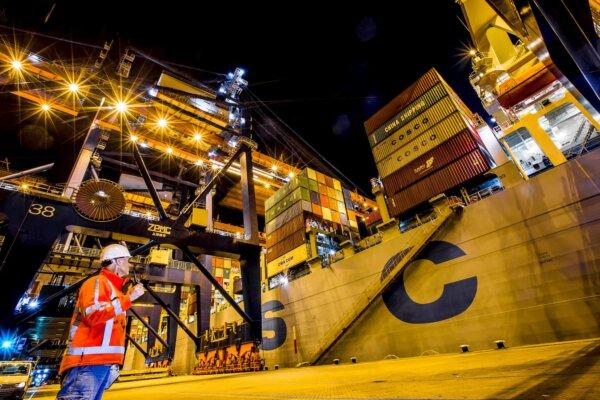 Az importőrök a hosszú távú szerződésekben keresnek biztonságot, a Coca-Cola nagy tömegek szállításá