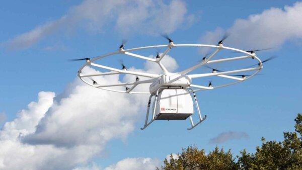 Premieră: VoloDrone a efectuat cu succes primul zbor-test în public