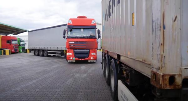 За отсутствие карты в тахографе – штраф в размере 21 тыс. евро и запрет на управление грузового ТС н