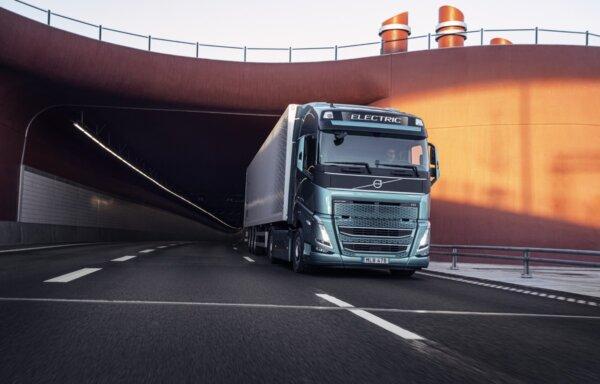 """Pasauliniame renginyje """"Volvo Trucks"""" primins apie būtinybę sparčiau pereiti prie elektrinių sunkvež"""