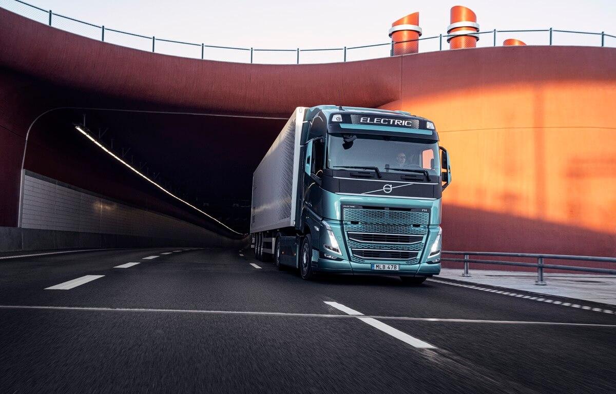 """Pasauliniame renginyje """"Volvo Trucks"""" primins apie būtinybę sparčiau pereiti prie elektrinių sunkvežimių"""