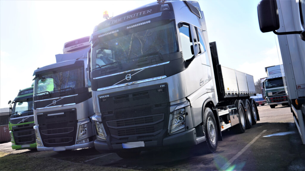 """Ciężarówki i dostawczaki z drugiej ręki idą jak """"świeże bułeczki"""". A ceny wyższe nawet o 20 proc."""