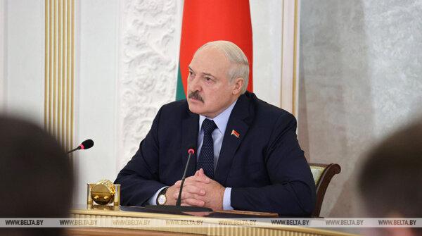 Briuselis pasirengęs paskelbti Baltarusijai sankcijas dėl migrantų atskraidinimo