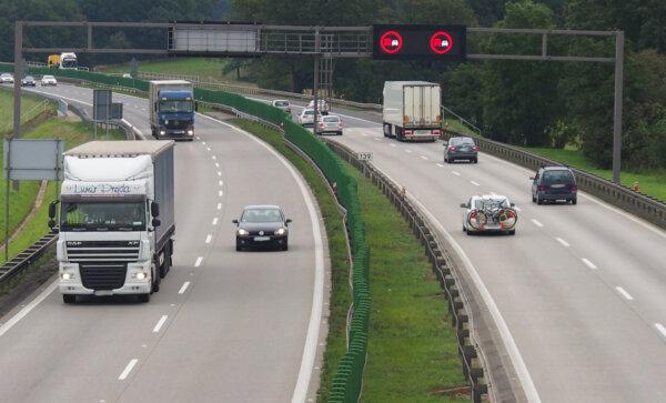 Resort zabiera głos ws. wyprzedzania się ciężarówek. Statystyki mandatów pokazują skalę problemu