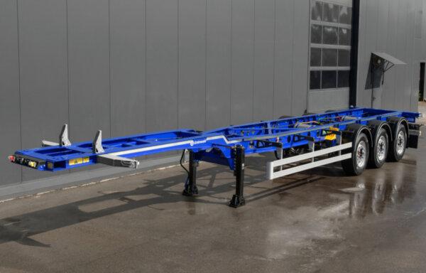Калининградская компания выпустила новую модель полуприцеп-контейнеровоза для европейских рынков