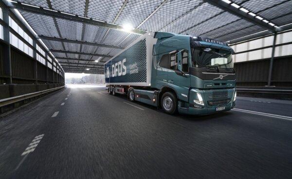 """""""Volvo Trucks"""" DFDS įmonei pristatys 100 elektrinių sunkvežimių"""