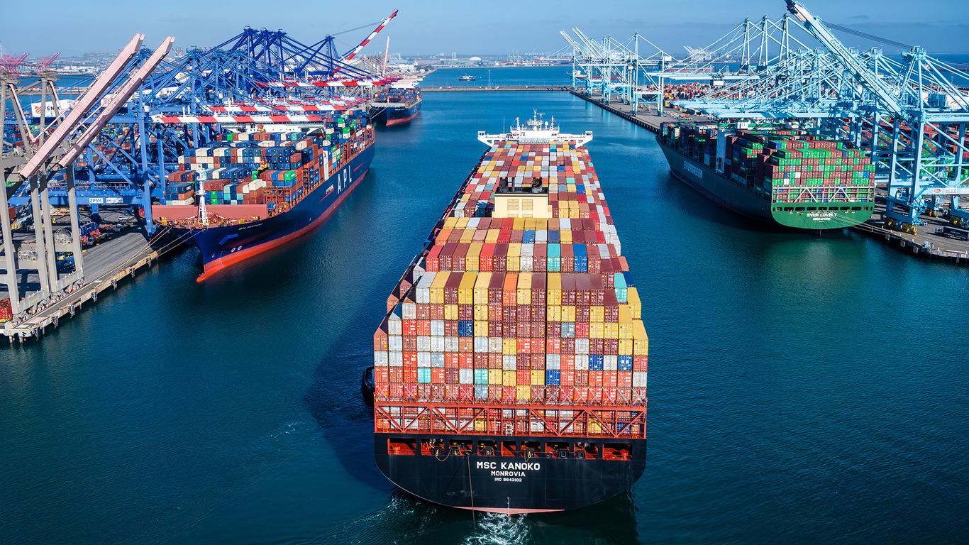 Spūstys didžiuosiuose pasaulio uostuose truks dar ilgai. Ar logistikos krizė sukels prekių trūkumą?