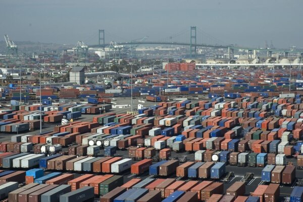 As California strives to ease port congestion, experts say 24/7 operation plan won't work