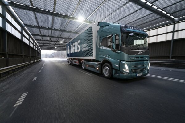 Volvo receives record order for electric trucks